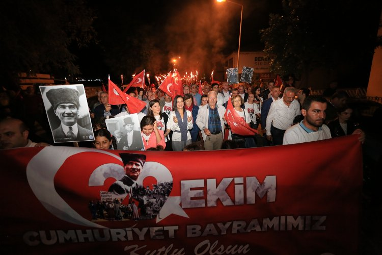 """İzmir Efes Selçuk'ta """"Cumhuriyet Işıkları""""  Fener Alayı"""